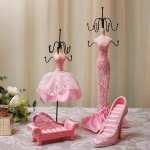 Abocos Dress Jewelry Hanging ตุ๊กตาแขวนเครื่องประดับ ชุดเดรทสีชมพู